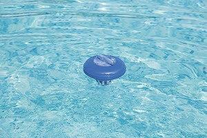 Einen Pool Dosierschwimmer kaufen