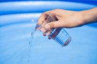 Pool ohne Chlor sauber halten: Diese Möglichkeiten gibt es